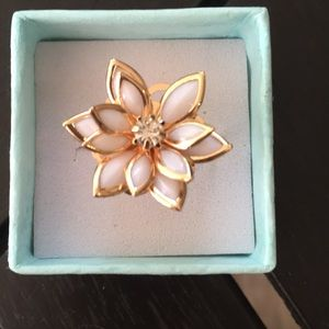 ❤️gorgeous gold lotus Lilly flower ring